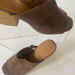 Brown universal thread shoes